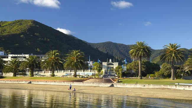 Bobs Bay And Shelly Beach Are Near The Villa Backpackers Lodge In Picton Marlborough NZ
